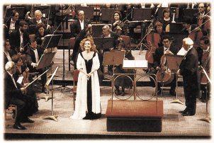 La artista actuó junto a la Orquesta Filarmónica. Foto:EL MERCURIO